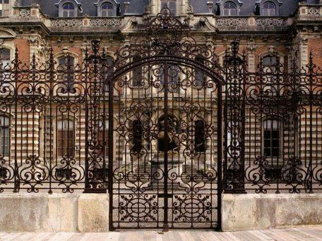 1-la-toiture-et-la-grille-dhonneur