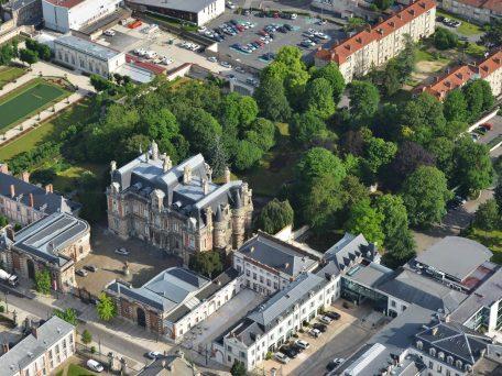 Vue aérienne du château (façade sud)